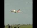 في منظر مؤثر .. مسلمون يقال إنهم من الهند يودّعون إخوانهم الحجاج الذين أقلّتهم طائرة إلى مكة ..