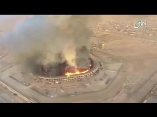 Дрон ИГИЛ уничтожает склад боеприпасов в Сирийском Колизее. Бомбардировка с квадрокоптера.
