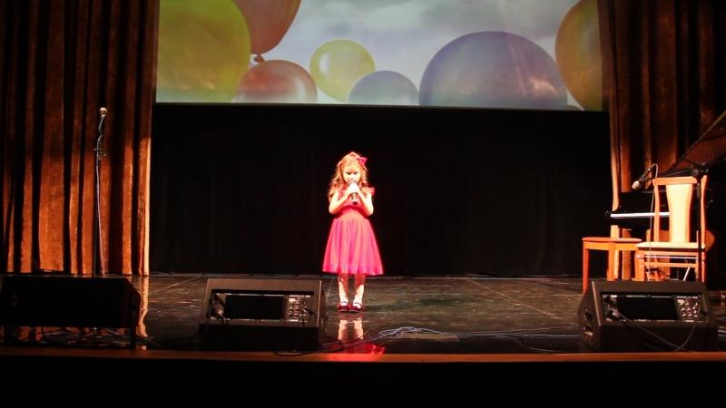 Софи, первый раз на сцене