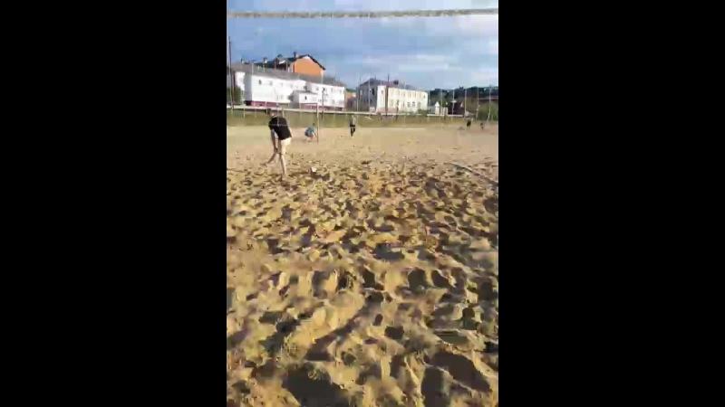 Кто хочет поиграть с нами в пляжный волейбол