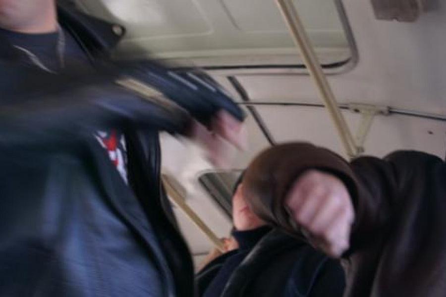 В Мариуполе подростки, что бы не оплачивать проезд, избили кондуктора