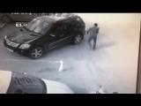 В Екатеринбурге охранник проучил борзого мажора. Лопатой.