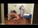 Рената прыгает голая на медосмотре