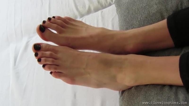 Hania Big Feet