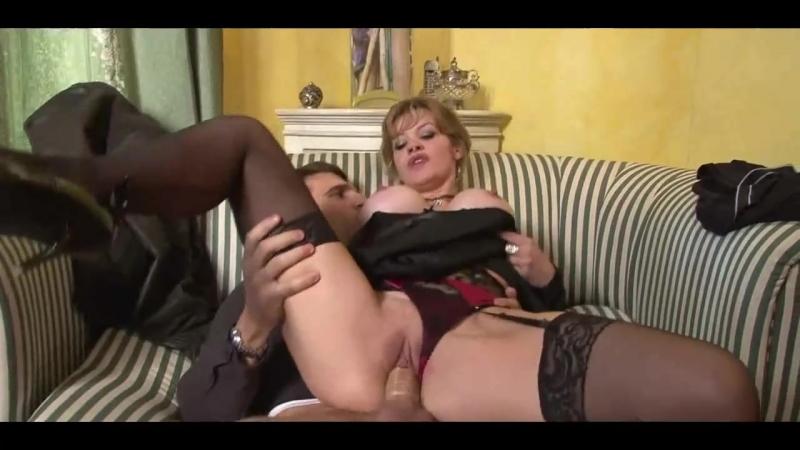 Молодой парень трахает старую вдову в анал и киску, mature old mom wife young tits busty widow (Инцест со зрелыми мамочками 18+)