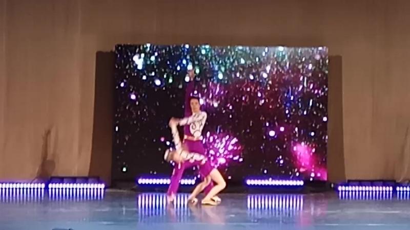Акробатика. Ваня и Катя