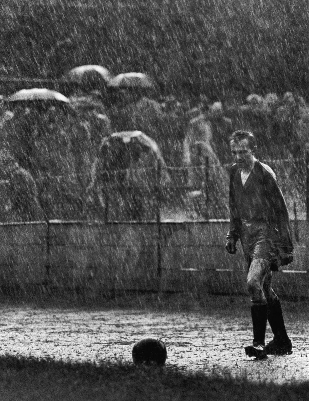 Вратарь команды «Sparta» во время футбольного матча, Прага, 1959 год.