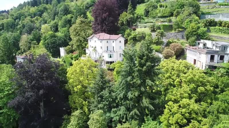 Villa overlooking the lake, Italy