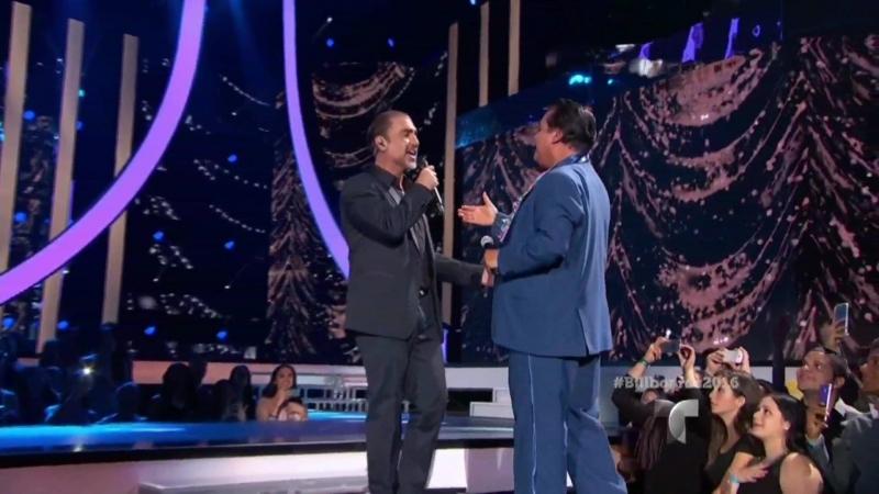 2016 ›› Juan Gabriel canta a dueto Alejandro Fernández - Te Quise Olvidar | Premios Billboard