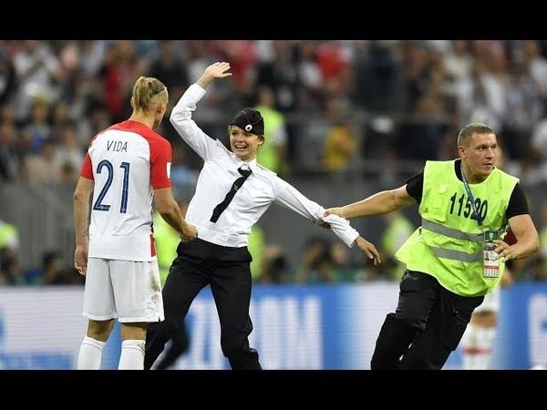 RUN ON THE FIELD AT WORLD CUP FINAL CROATIA VS FRANCE 15.07.2018