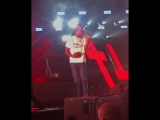 В Lil Uzi Vert кинули Библией во время исполнения трека