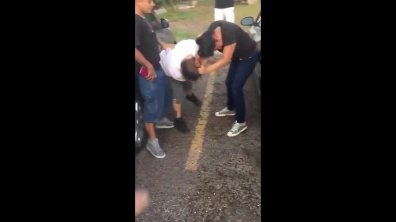 Two Women Fight Like Rabid Dogs
