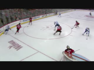 Steven Stamkos sets up Yanni Gourde with a pretty pass