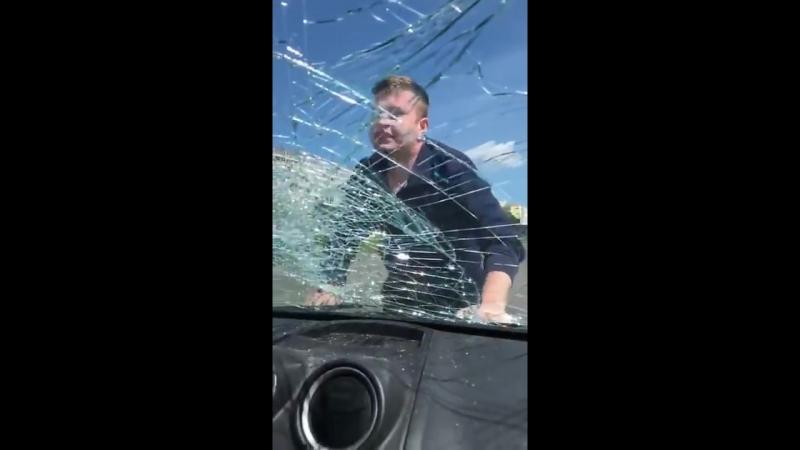 Неадекватный папаша похищает малолетнюю дочь из авто матери