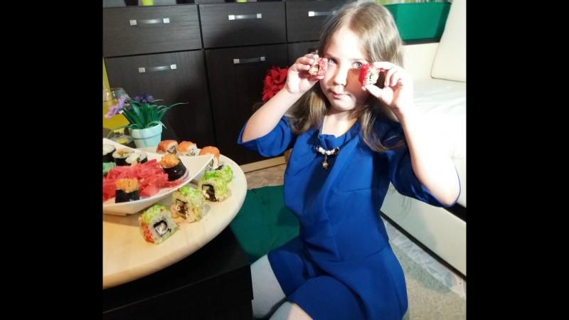 Яна Князева... мояинстасемьясегодня роллыянакнязевавкаждомдоме любимыероллы ...вечерроллы суши люблюсуши еда🍀🍱 японс