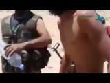 Сирия. Боец САА потерялся в местной пустыне, по которой бродил без еды и воды 3 дня, но все закончилось благополучно.