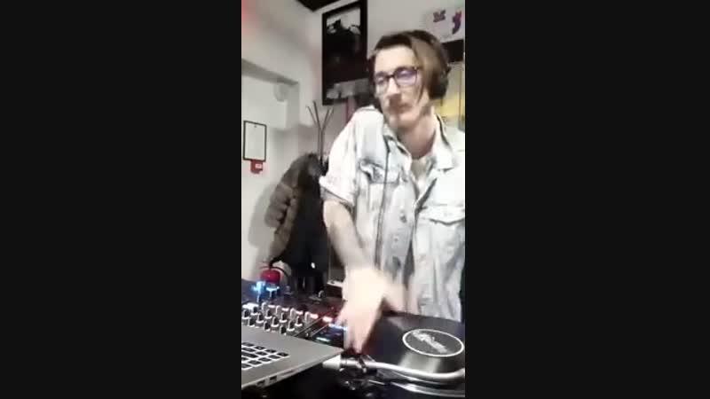 Salvador Mali - Vinyl vs. Serato (live broadcast instagram)