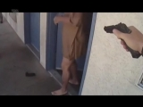 Американские полицейские застрелили мужчину, бросившегося на них с ножом.