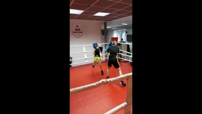 Спарринги в подростковой группе по боксу, тренер Зайнал Акавов