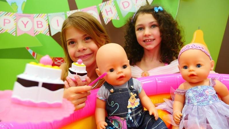 Oyuncak bebeklerin Doğum gününü kutluyoruz. Kız videoları