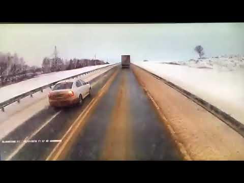 Момент смертельного ДТП на автодороге М-5 в Самарской области