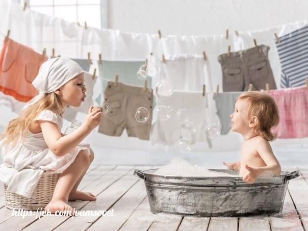 Как вывести пятна на детской одежде