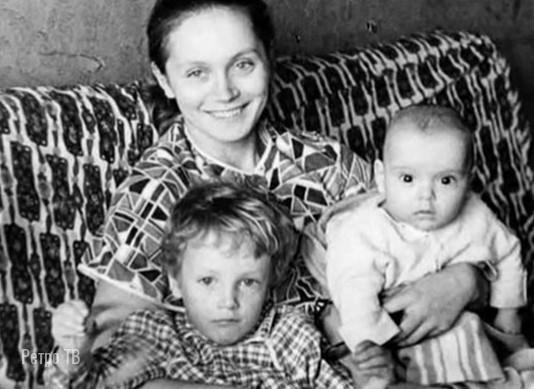 Актриса Ирина Купченко с сыновьями. Нравится она вам каком фильму больше