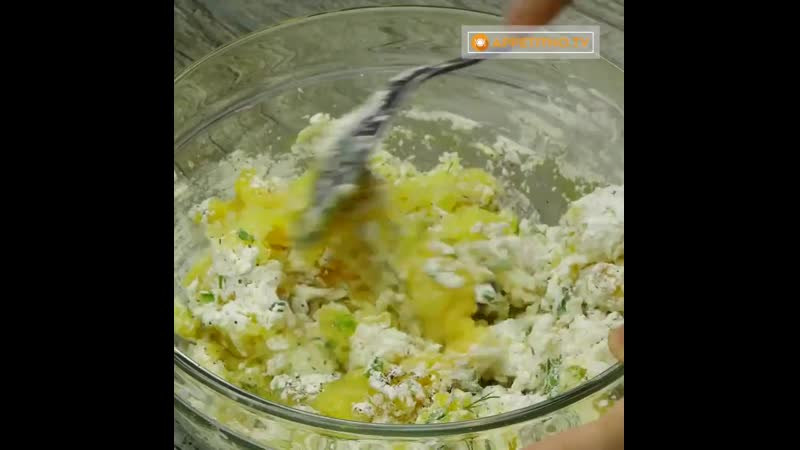 Картофельные оладьи с зеленью и чесноком.mp4