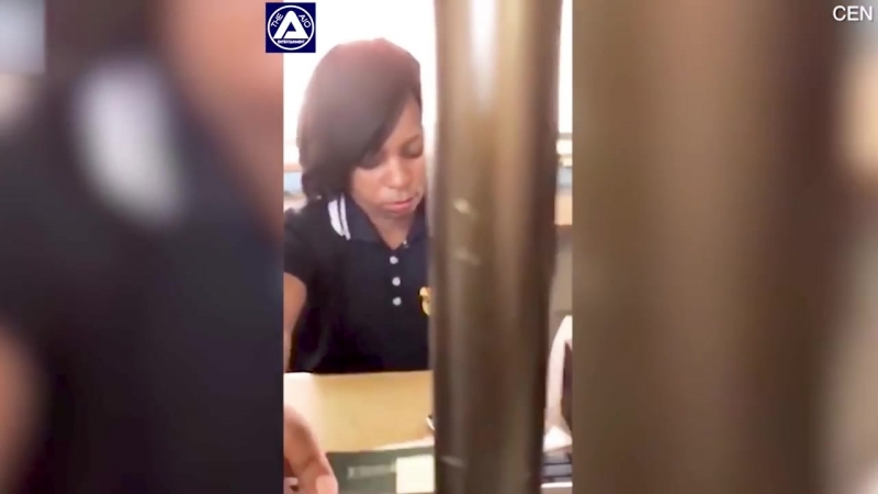South African border guard caught browsing social media while on the job_HD_00.mp4