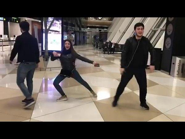 Ramil Qasanov Telebeleri Hava Limaninda Gozel Reqsleri Yeni 2018 Part 2