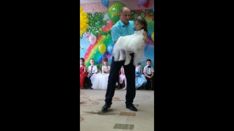 Танец пап с дочками_002.mp4