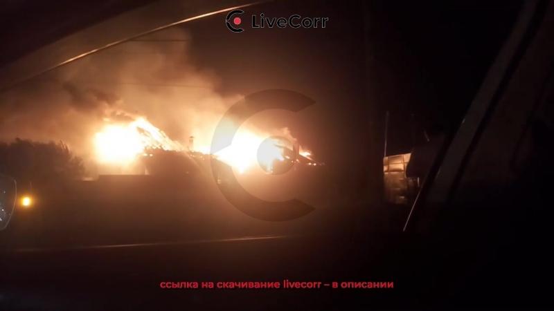 Огонь охватил несколько домов в подмосковной деревне Лешко