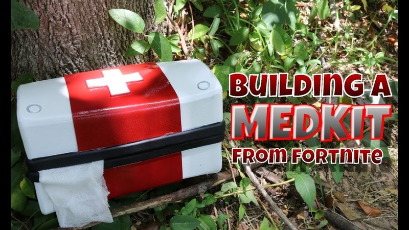 Building a Medkit from Fortnite