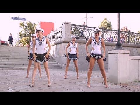 Красивые девушки танцуют. Beautyful girls dance