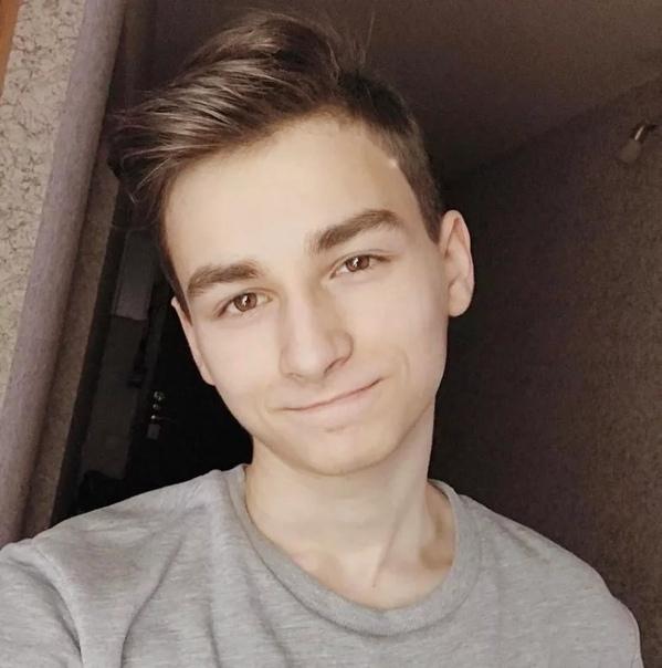 TheBrianMaps TheBrianMaps (Брайн, настоящее имя Максим Тарасенко) российский видеоблоггер на YouTube, выкладывающий различные смешные видео. Родился 25 сентября 1999 года. Деятельность на
