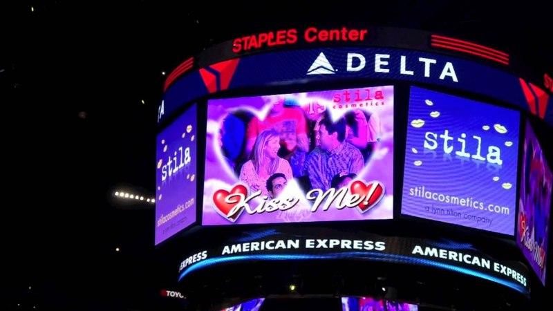 Justin Bieber LA Lakers Kiss Me Cam!