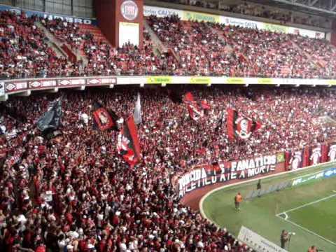 Hino do Atlético Paranaense cantado pelos Fanáticos na final paranaense de 2009