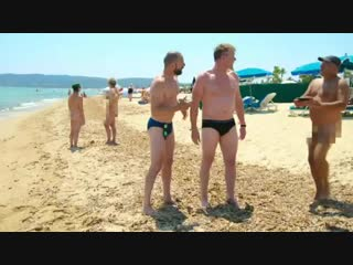 Uk, oh my lordy......this is not my kind of beach.....see the fun of #gordonginoandfred continue tonight at 9 pm on @itv !