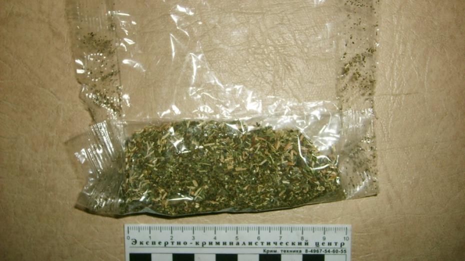 Под Таганрогом полицейские задержали 30-летнюю рецидивистку за хранение 150 граммов марихуаны