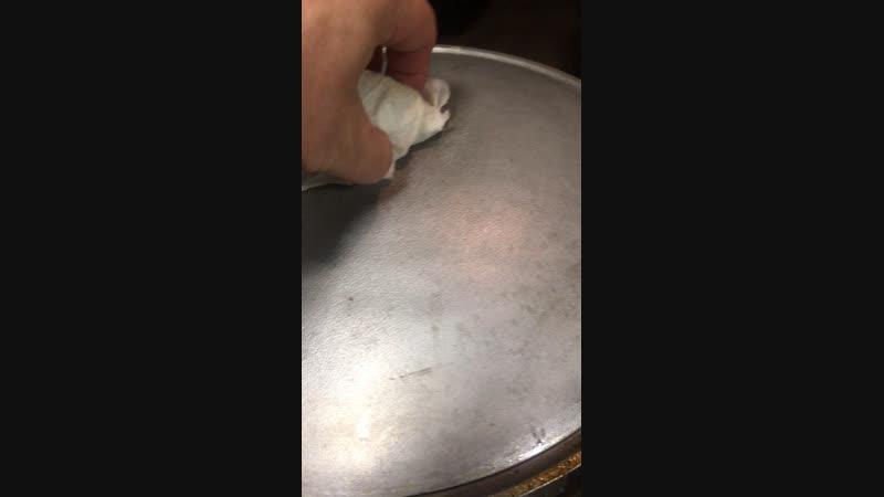 Куриные плечики в луковом соусе