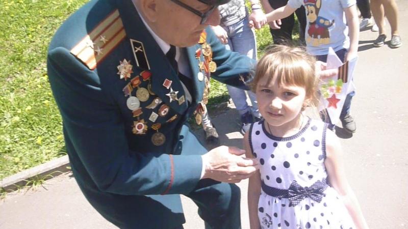 Арина 9 мая поздровляла ветиранов