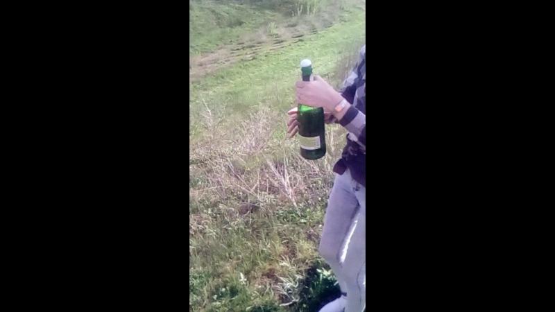 Первый раз открывала шампанское))