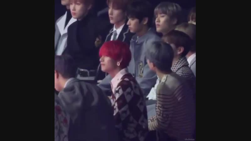 Not @ how eric from the boyz couldn't stop staring at tae and jimin during roy kim's perfo