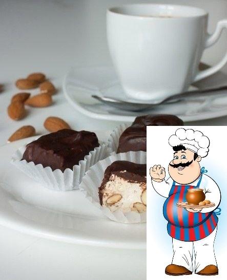 нуга в шоколаде ингредиенты: - 130 г меда - 400 г сахара - 2 яичных белка - 300 г жареного миндаля (желательно без кожицы) - 250 г шоколада (темного, белого или молочного на ваш выбор) мед и