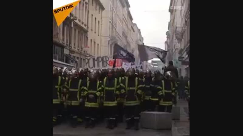 Ce mardi Lyon a été partiellement enfumée suite à une manifestation de pompiers réclamant une augmentation de leurs salaires