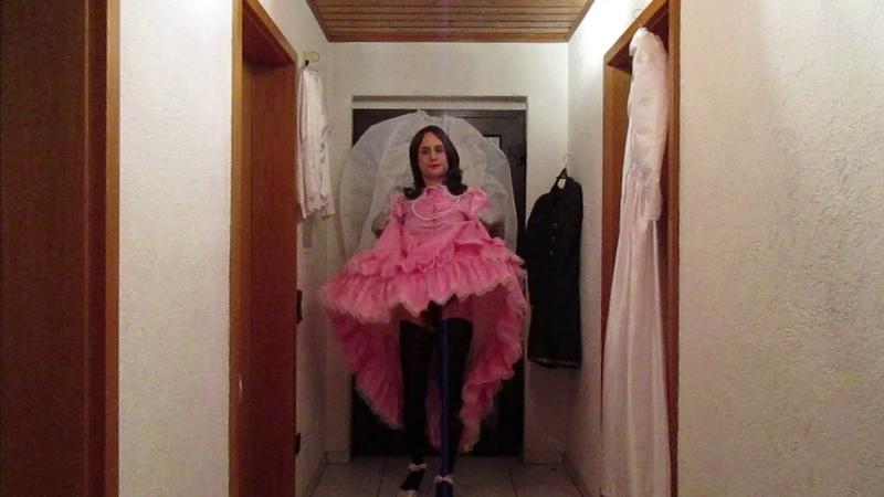 Sissy in pink Dress