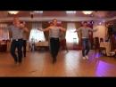 парни танцуют Яблочко