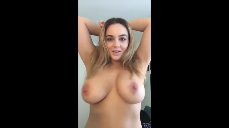 Natasha Nice звезда порно трясет большими натуральными сиськами