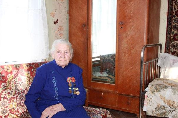 Не забыть вкус той каши... В один из сентябрьских дней 1941 года Марковы поехали в центр Ленинграда за покупками. Ходили по магазинам и болтали о пустяках. Купили покрывало. По улицам