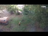 Поливают траву после дождя (Красноярск)